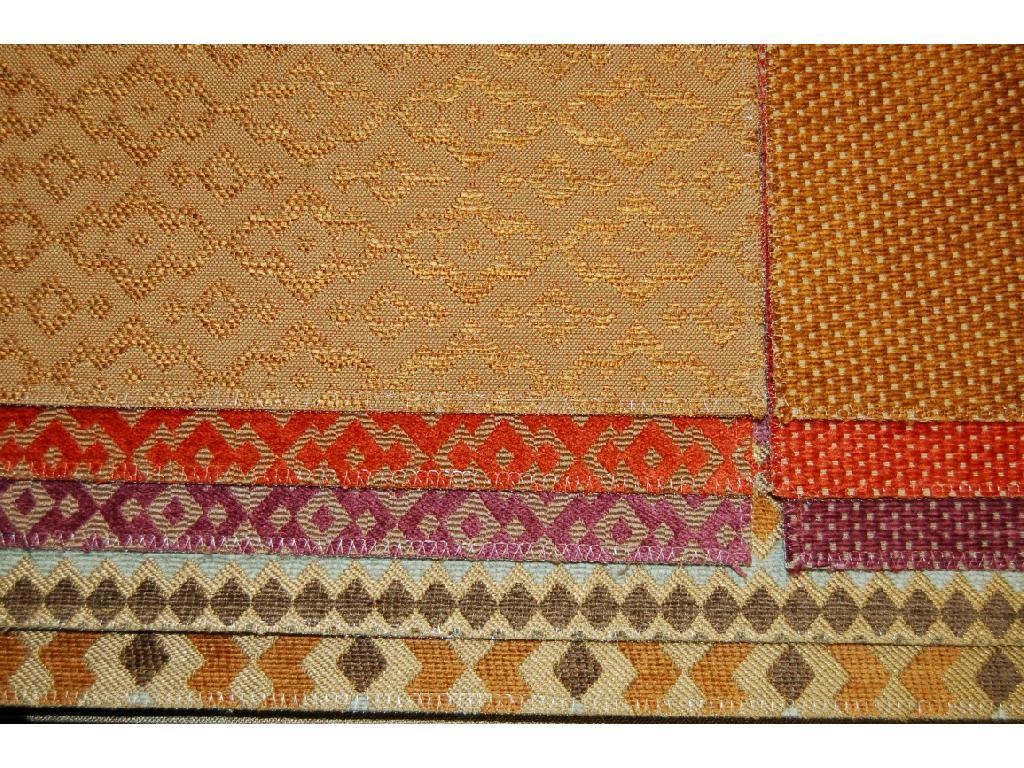 Il velluto disegno puntino è ideale per il rivestimento dei divani pregiati